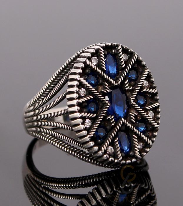 Lacivert Zirkon Taş İşlemeli Oval Gümüş Yüzük