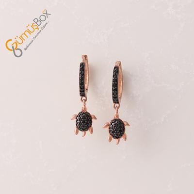Siyah Zirkon Taş İşlemeli Kaplumbağa Figürlü Gümüş Küpe