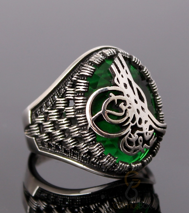 Tuğralı Yeşil Taşlı ve Siyah Zirkon İşlemeli Gümüş Yüzük